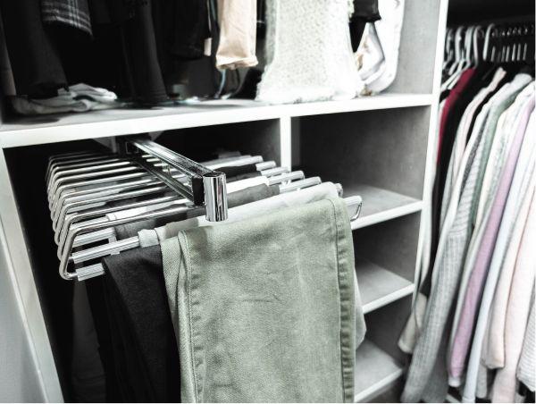 Exemple de porte-pantalons, un accessoire pour garde robe