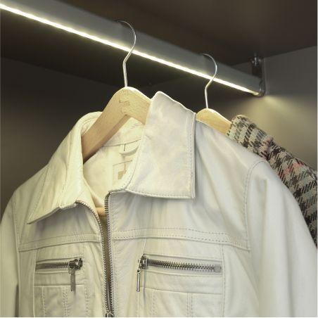 Exemple de garde-robe sur mesure avec eclairage led interne